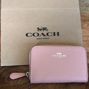 🎁 {COACH} Pink Cardholder with Silver Detail.
